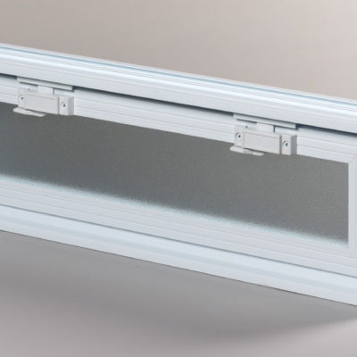 Okienko wentylacyjne 3x1 do pustaków szklanych i luksferów zamknięte